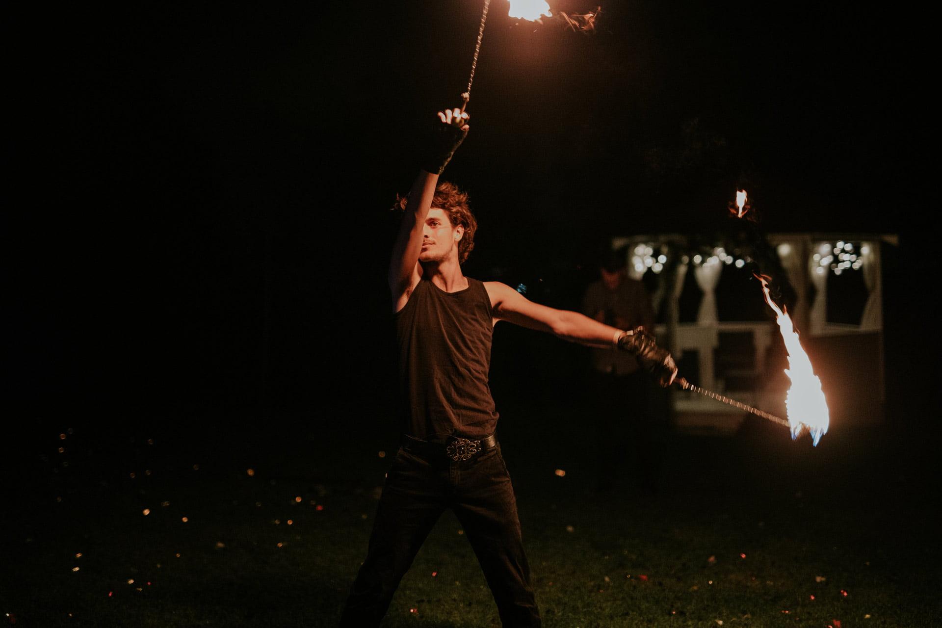 Tancerz ognia z fire poi