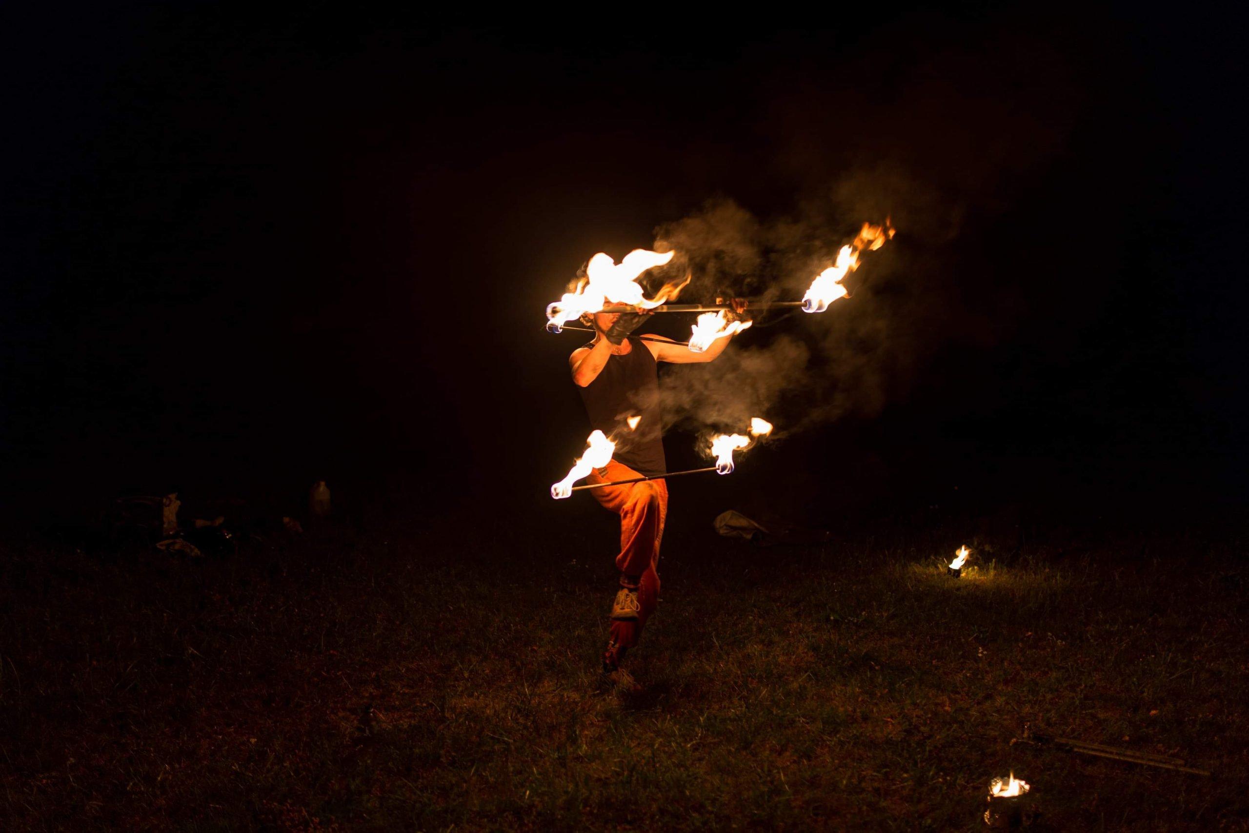 Płonące rekwizyty